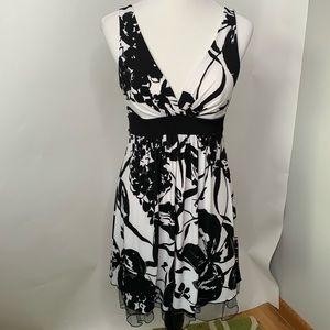 Speechless Black White Floral Dress Size Medium